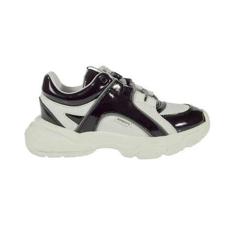 Leather sneaker with textile and leather lining and lace closure. Sole with heel 5 cm