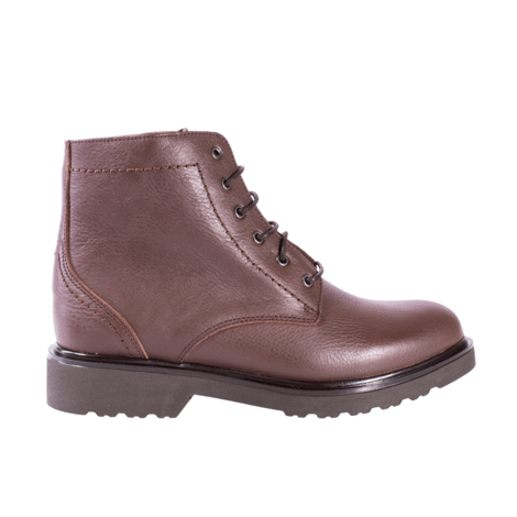 Ankle leather boot with leather lining and laces clousure. Sole with 3.2 cmts heel.